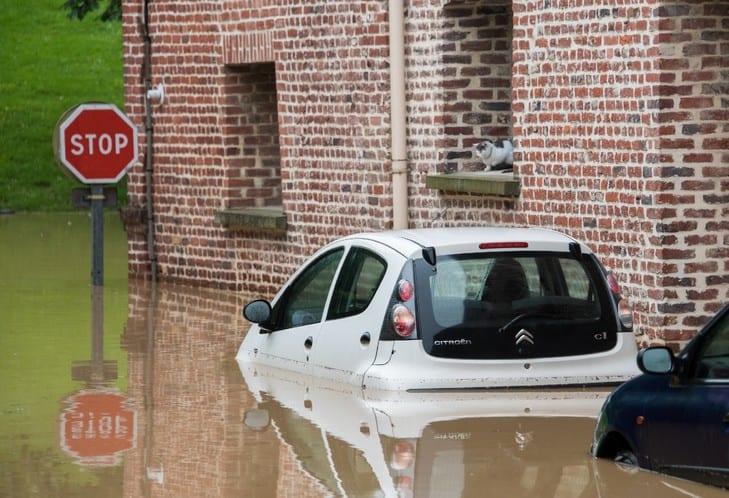 voitures et inondations - jeleasemavoiture