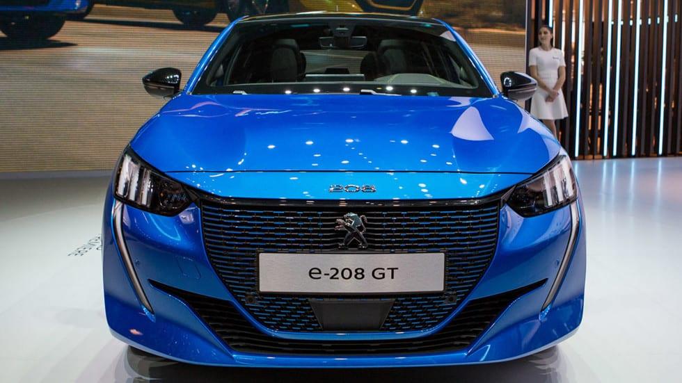 Peugeot e208 bleue présentée au salon de Genève 2019